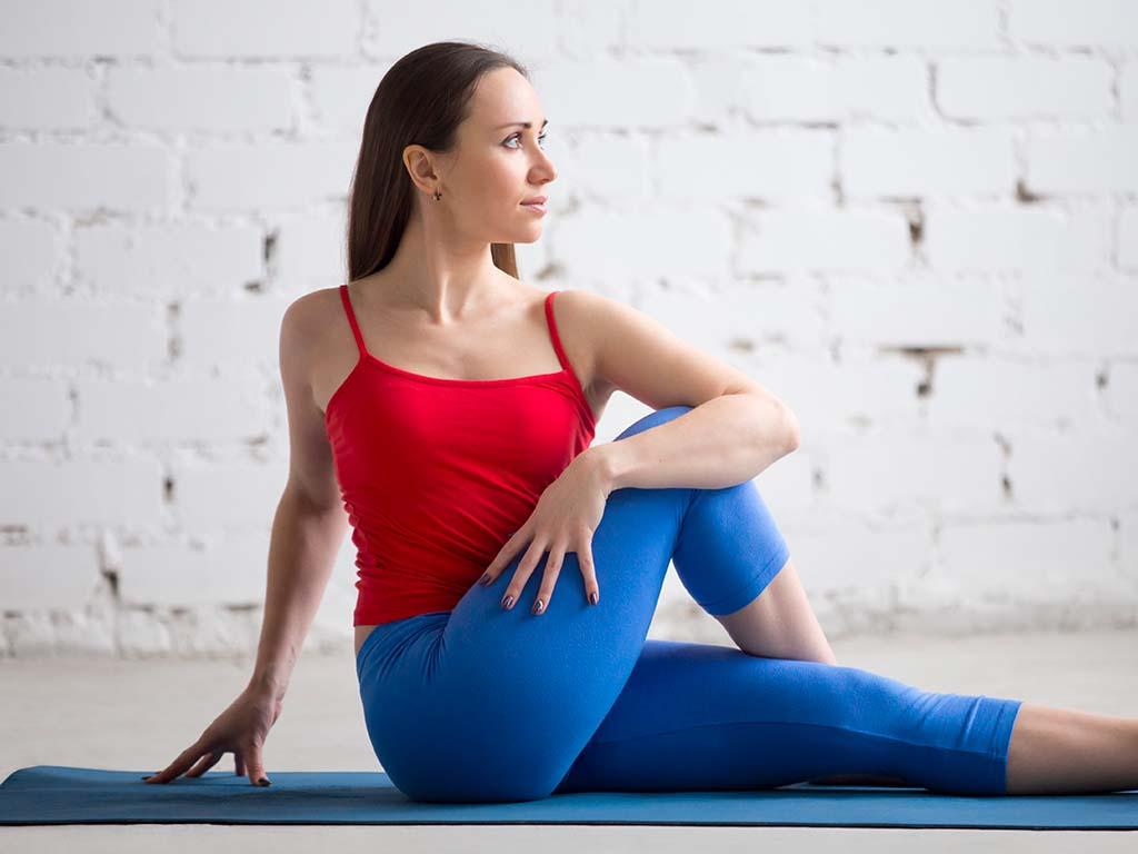 Stitichezza: massaggi addominali e yoga